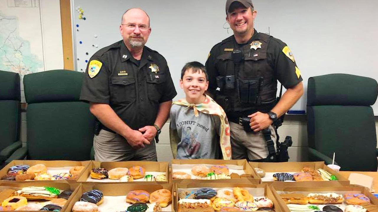 Boy Travels Across the Country Serving Doughnuts to Police Officers 2