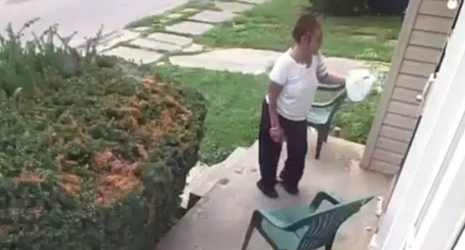 Woman Rubs Feces On Neighbor's Door After Dog Poops In Her Yard 4