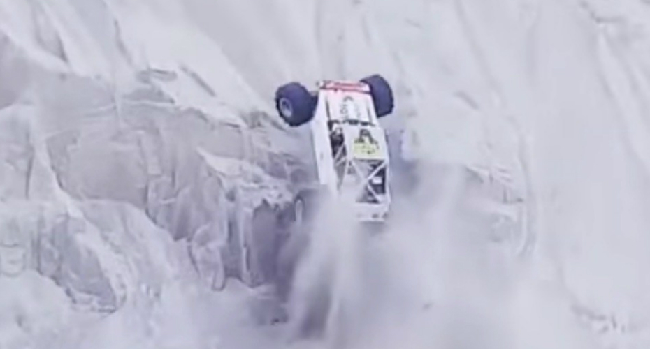 Dune Buggy Manages To Navigate Up Near-Vertical Cliff 5