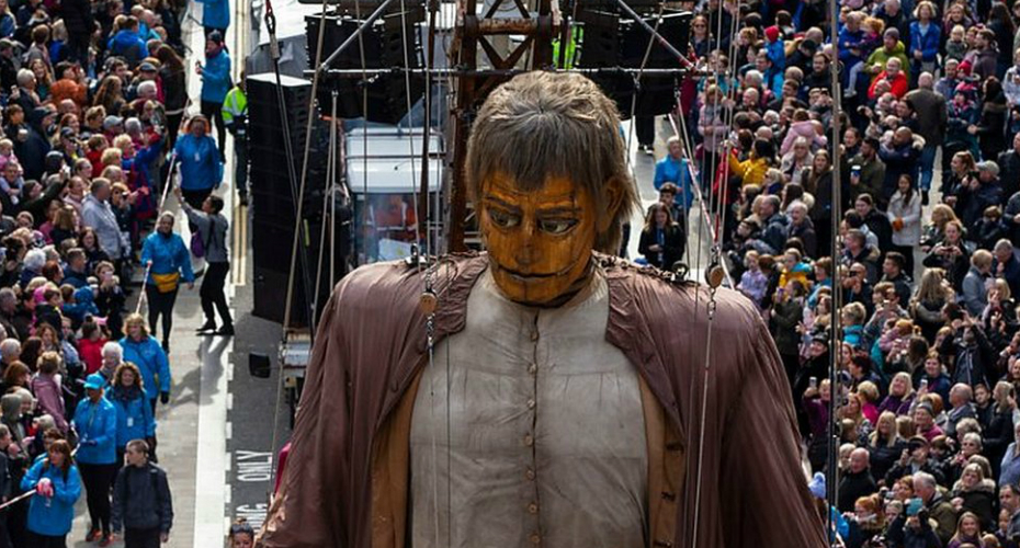 Giant Puppets Roam The Streets Of Liverpool In Massive Show 9