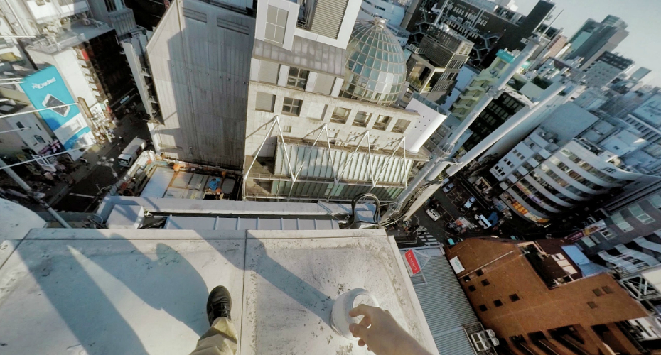 Take a Running Tour With This Point-Of-View Parkour Through The Streets And Rooftops Of Tokyo 9