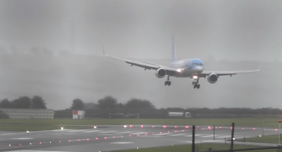 Pilot Nails Sideways Landing In 40 Knots Crosswinds 7