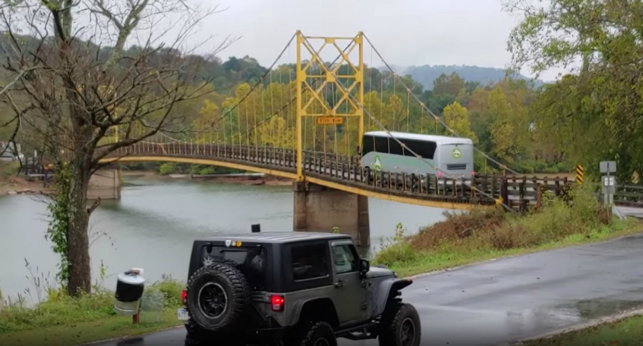 Arkansas Bridge Bends Under the Weight of Bus Crossing Over It 1