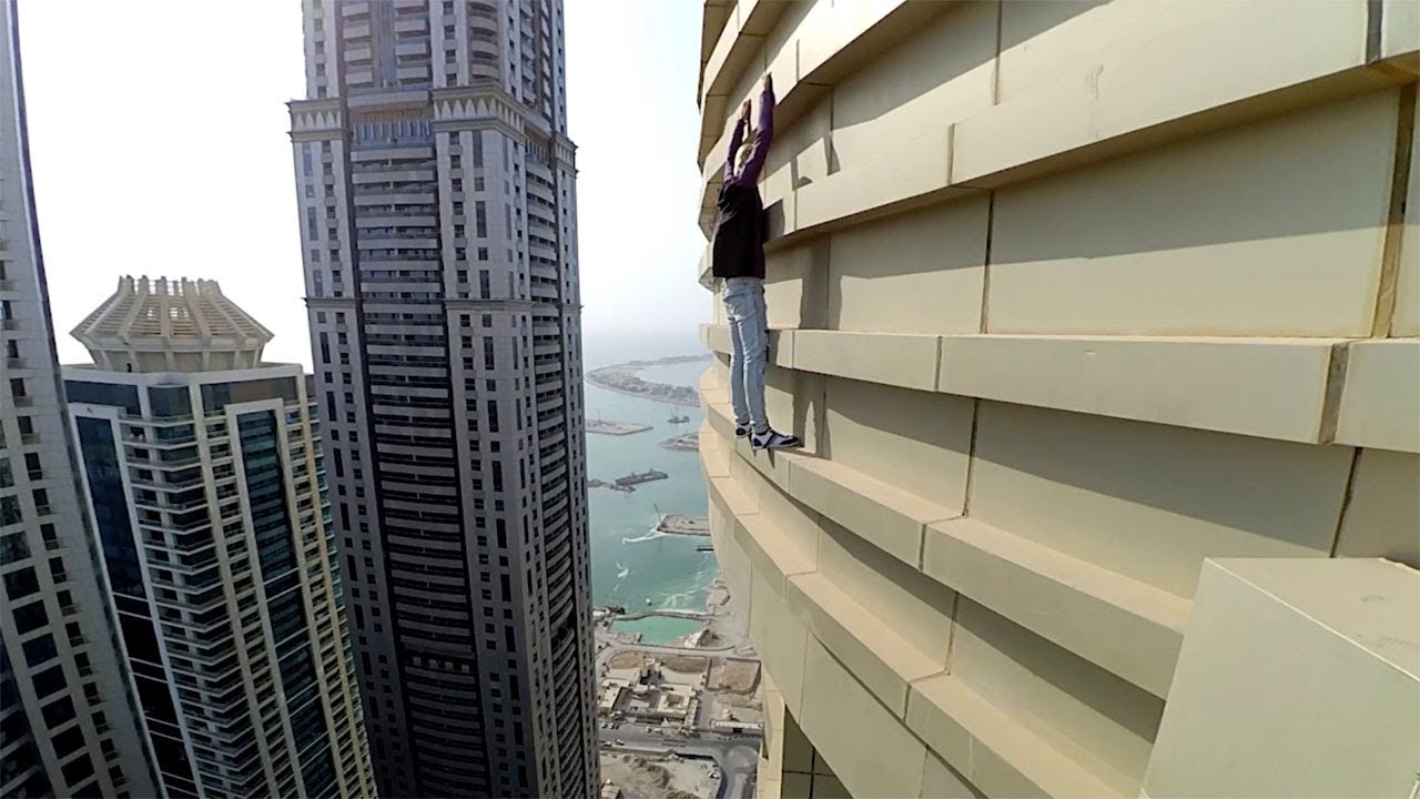Terrifying Climb Up Skyscraper With No Safety Gear 9