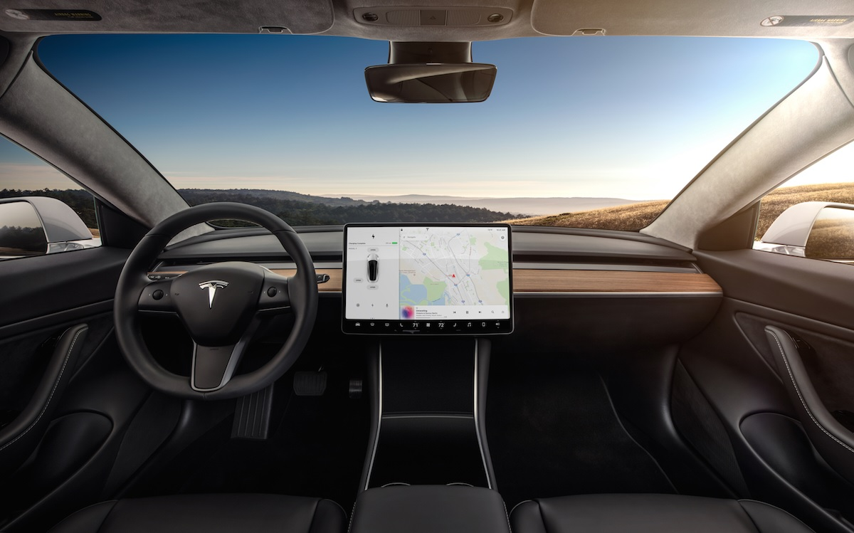 Officer Pulls Over Tesla Model 3 After Mistaking The Car's Stock 15-Inch Center Console For A Mounted Computer 1