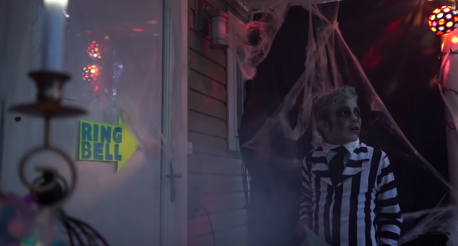 This Spooky Doorbell Successfully Scared A Ton Of Trick-Or-Treaters 1