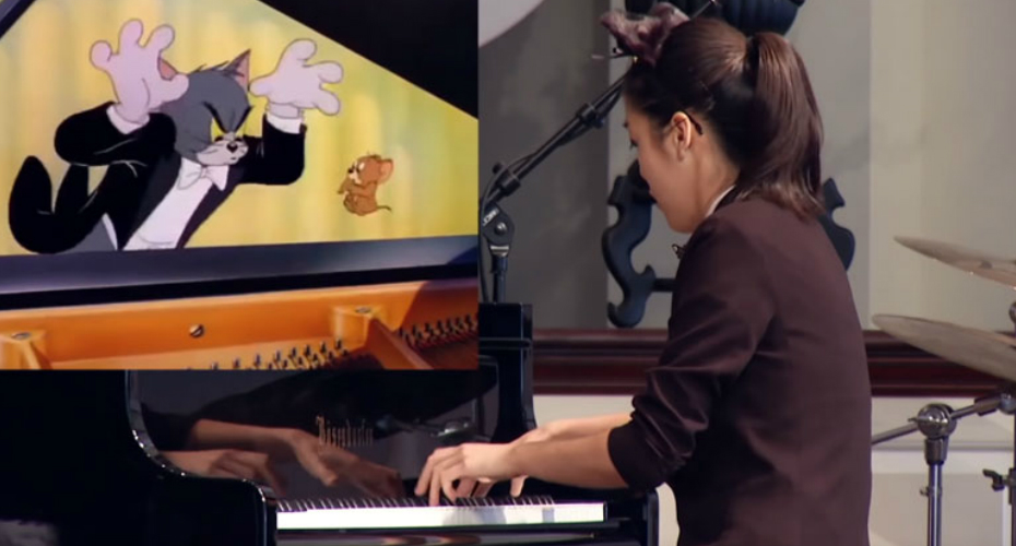 16 Year Old Pianist Dressed Like A Cat Performs In Perfect Synch With 'Tom And Jerry' Cartoon 9