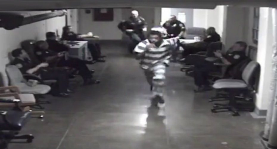 Inmate Is Captured On Surveillance Cameras Making A Run For It Through A Courthouse Filled With Officers 8