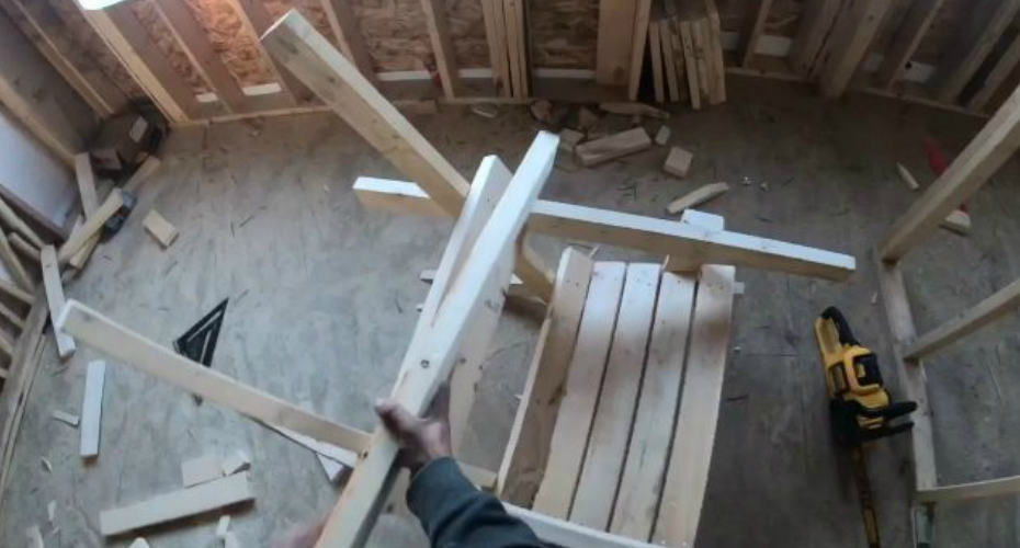 Guy Builds A Beach Chair In Less Than 15 Min Out Of Scrap Wood 2