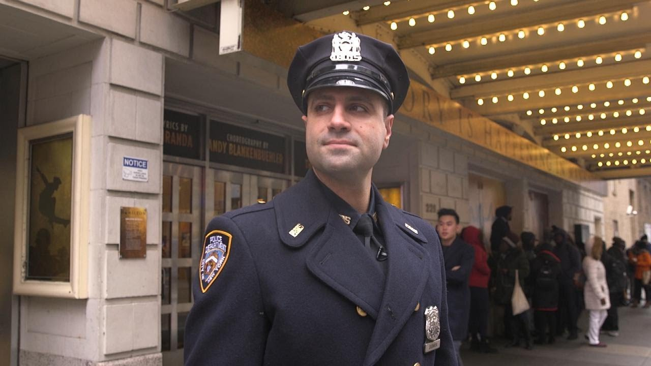 NYPD Cop Gives Stranger $20 So She Could See 'Hamilton' on Broadway 3