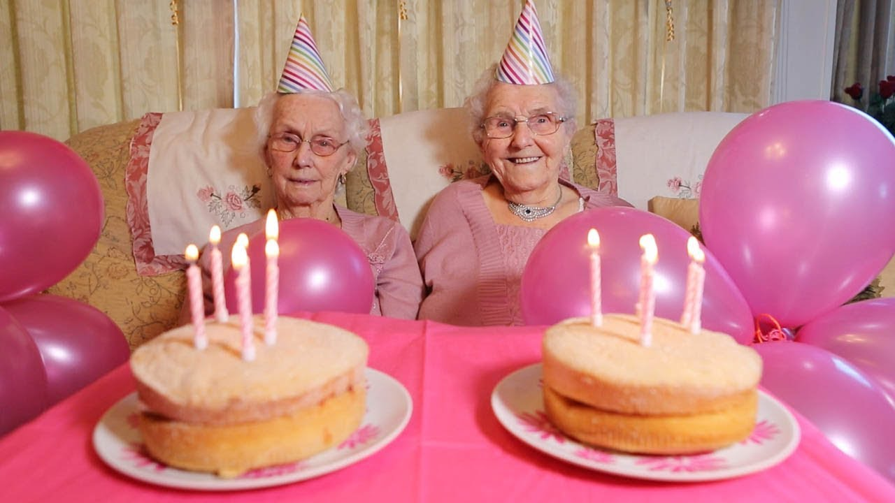 Britain's Oldest Twins Celebrate Turning 102 Years Old 7