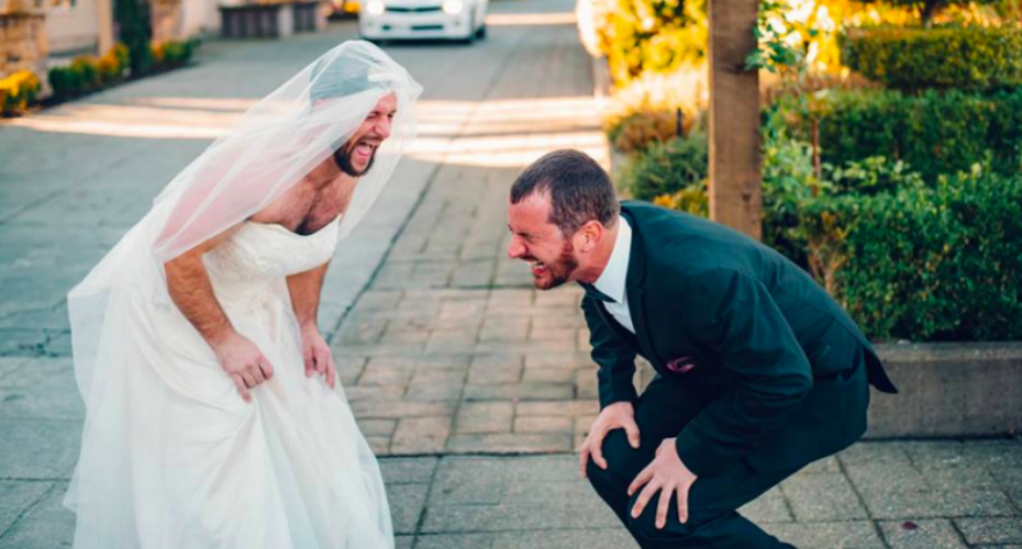 That's Not The Bride! Best Man Swaps Places During First Look Photos 8
