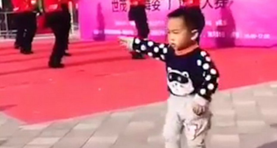 Adorable Toddler Upstages Group Of Professional Dancers With His Perfectly-Timed Moves 8