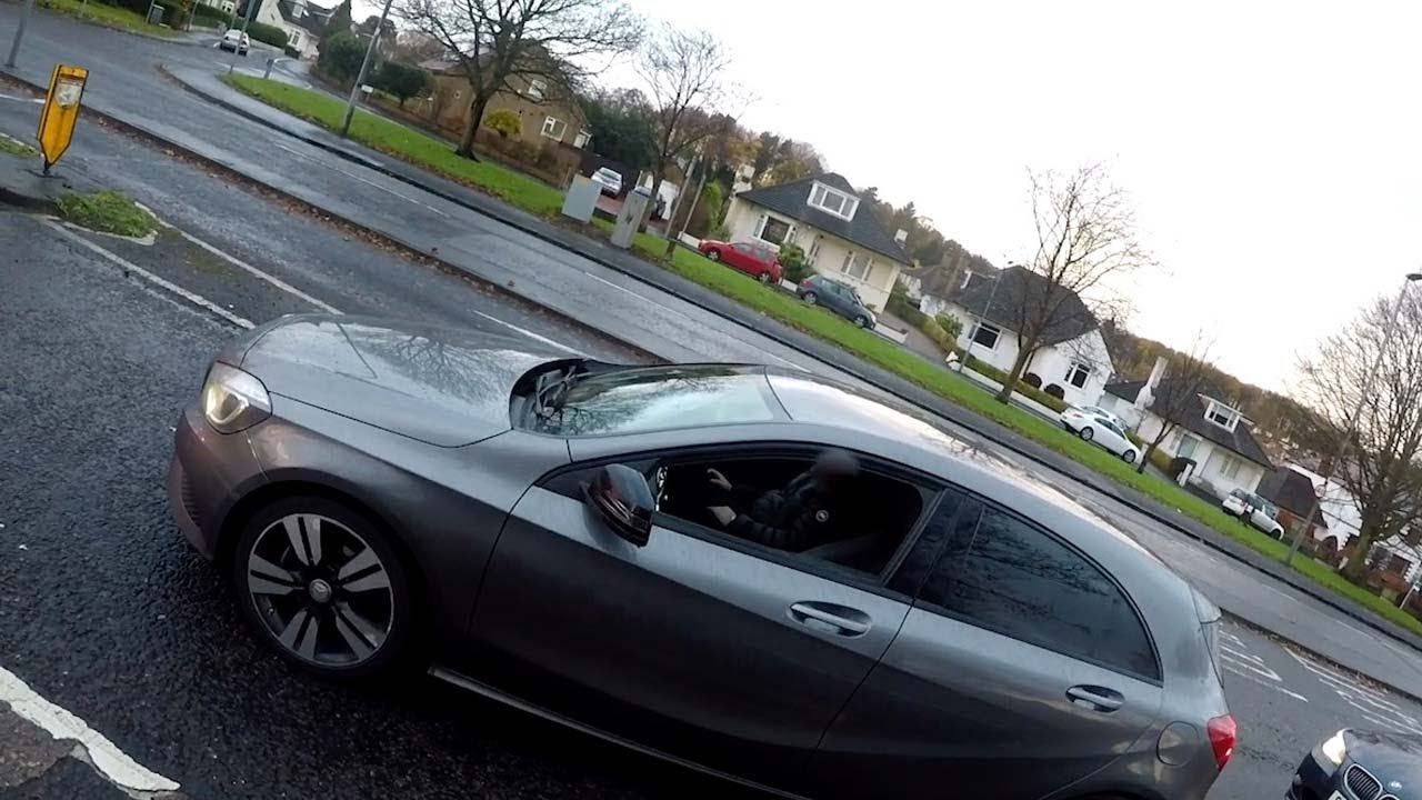 "Cyclist Captures Moment ""Safe"" Driver Crashes Into Another Car 8"