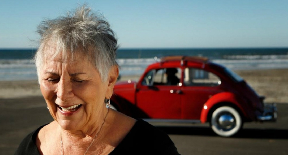 50 Years Of Driving, Woman's Volkswagen Beetle Is Restored To Mint Condition 5