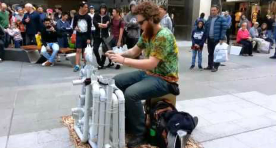 Street Performer Plays House And Techno With PVC Pipes And Flip Flops 5