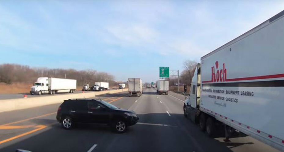 Truck Driver Barely Avoids Serious Accident On The Highway 4