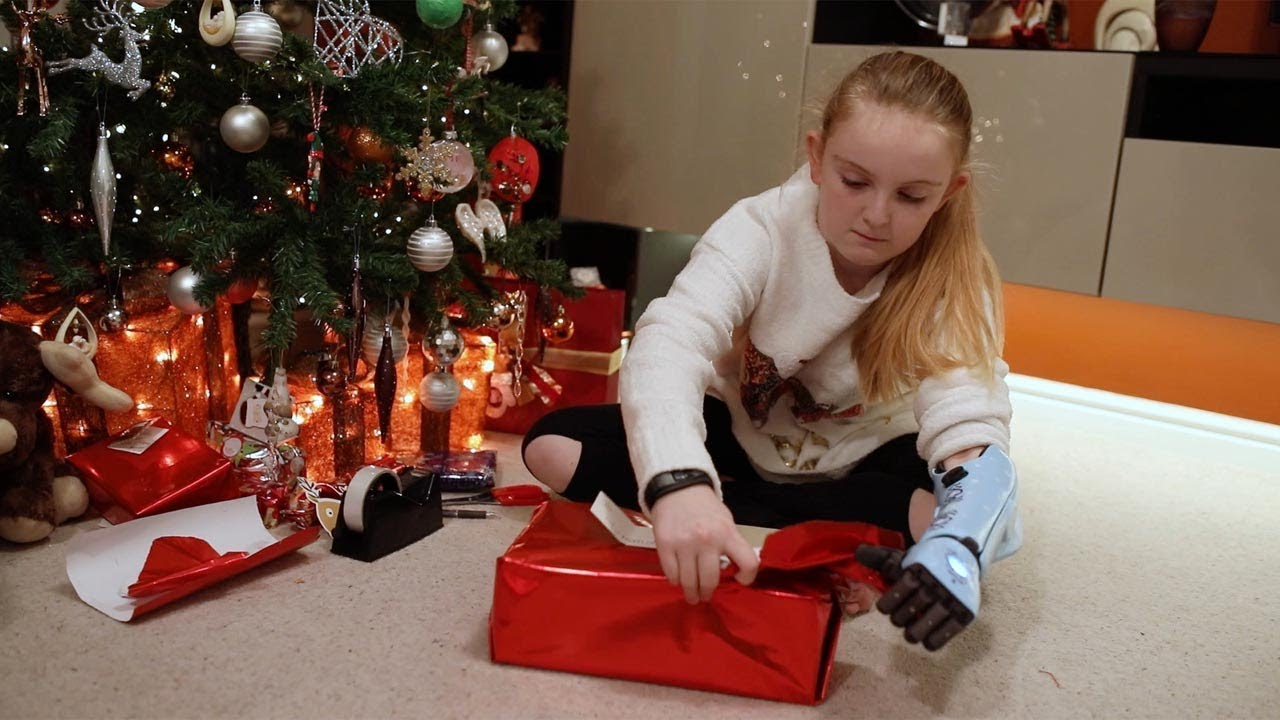 Delighted Schoolgirl Gets Bionic Arm For Christmas From Mystery Donor 5