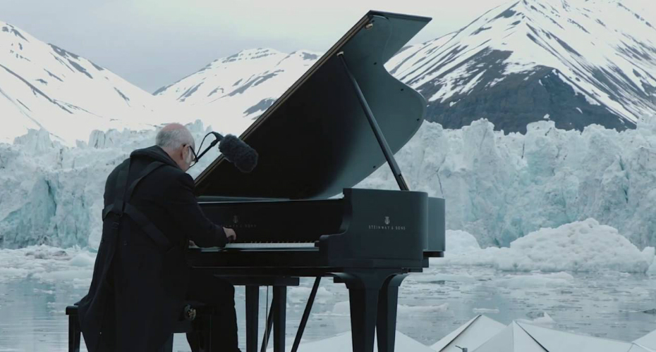Pianist Performs In The Arctic Ocean As Glaciers Collapse Around Him 5