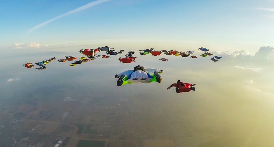 61 Wingsuiters Jumped From 4 Different Planes To Fly In Formation And Set A New World Record! 2