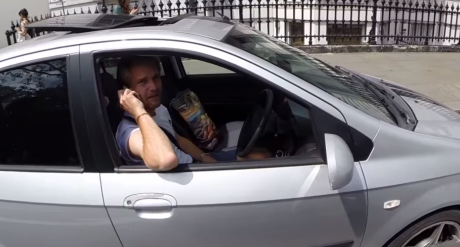 Biker Has Genius Idea To Convince Driver To Stop Talking On Mobile Phone 5