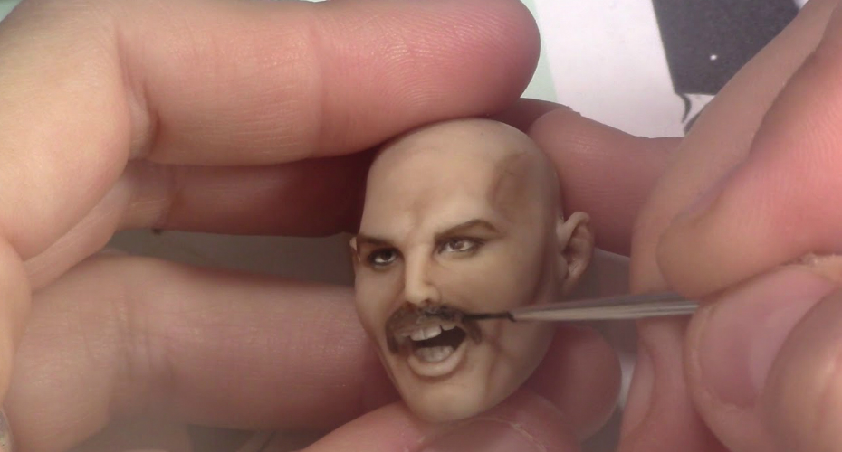 Artist Sculpts a Perfect Miniature Model Of Freddie Mercury Striking An Iconic Pose 9