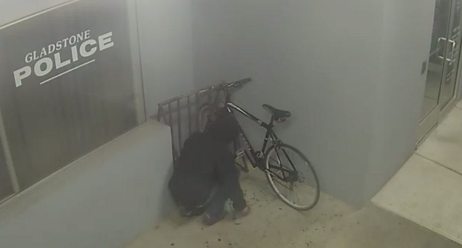 Thief Tries To Steal Bicycle From Police Station 2