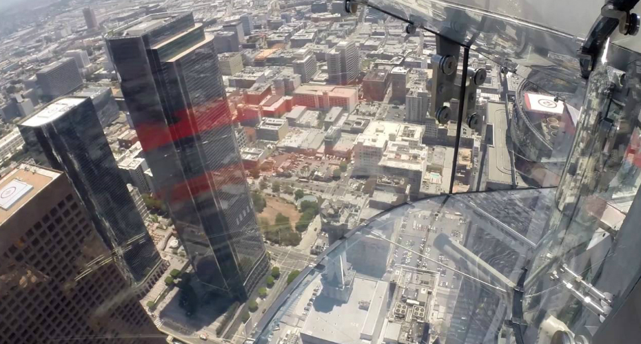 A Brave Soul Test Out The Glass Slide Suspended 1,000 Feet Above Downtown Los Angeles 3