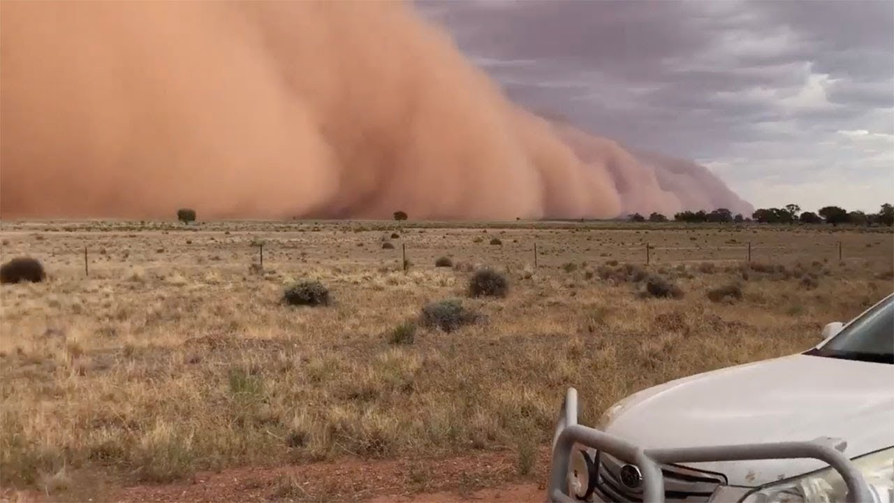 Family Watch Huge Dust Storm In Australia 6
