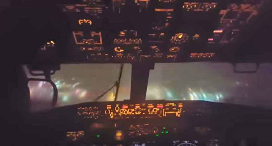 Cockpit Video Of 737 Jet Landing In Stormy Weather 7
