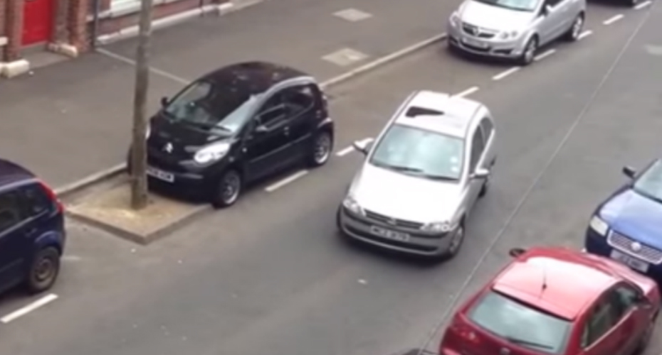 This Is Easily One of the Most Laughable Attempts at Parallel Parking You'll Ever See 1